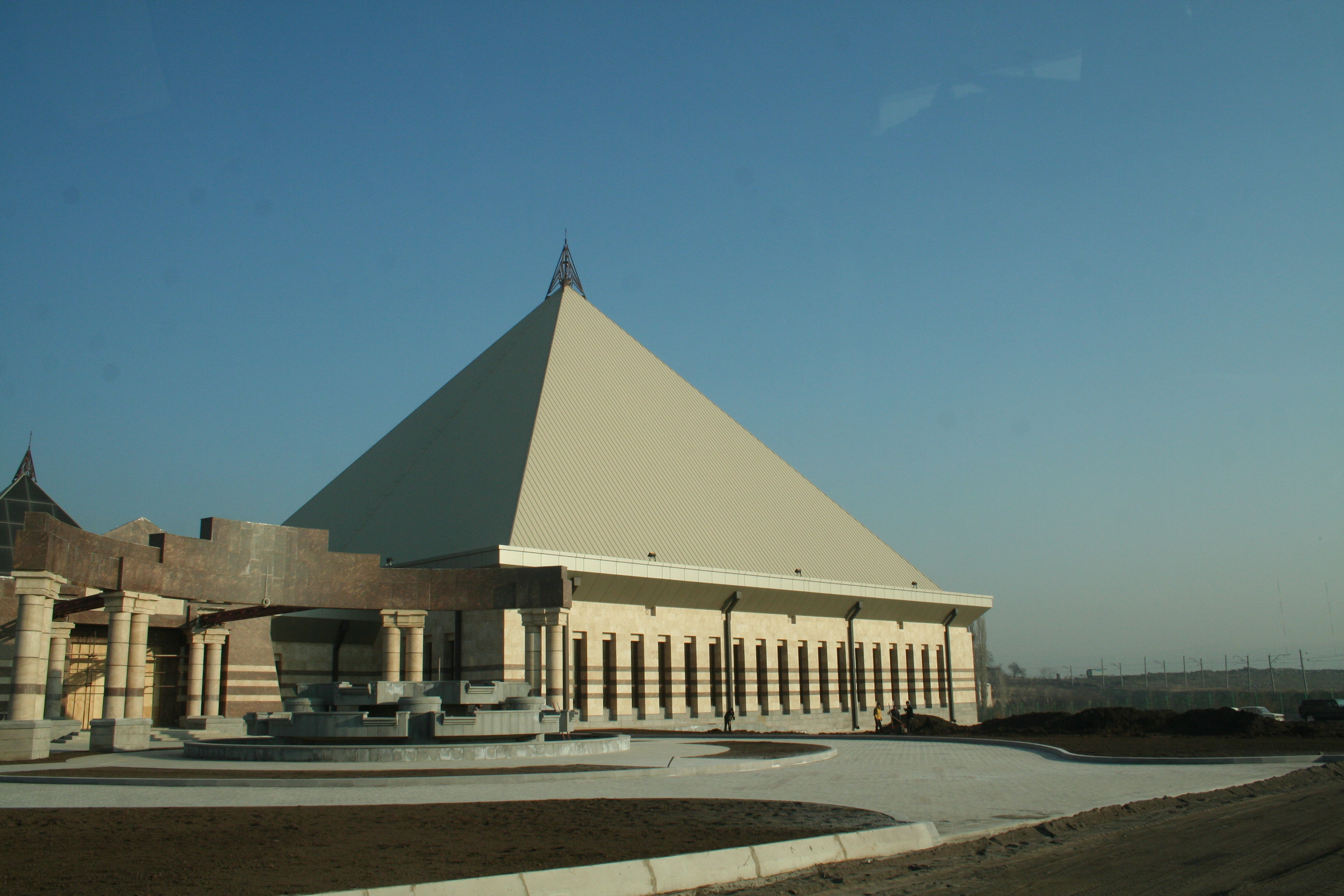 """Leisure and entertainment complex """"Pharaon"""""""